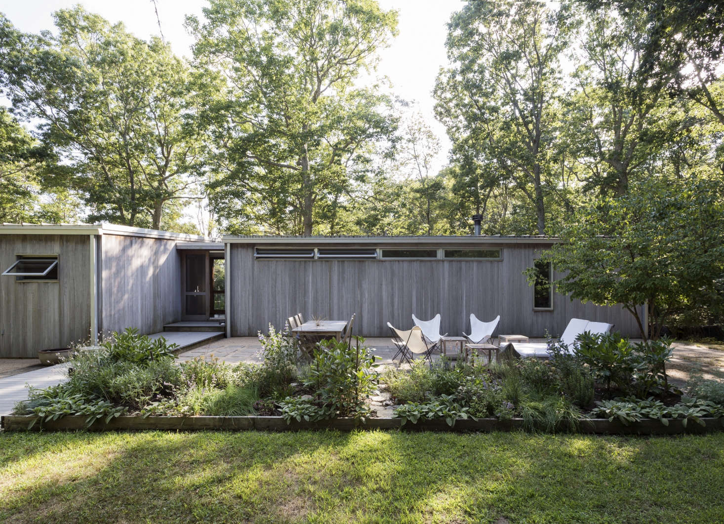 On Shelter Island, Suzanne Shaker And Pete Dandridge Designed A Patio With  Square Concrete Pavers