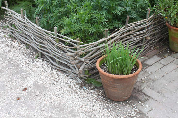 willow-wattle-woven-fencing-colonial-williamsburg-justine-hand
