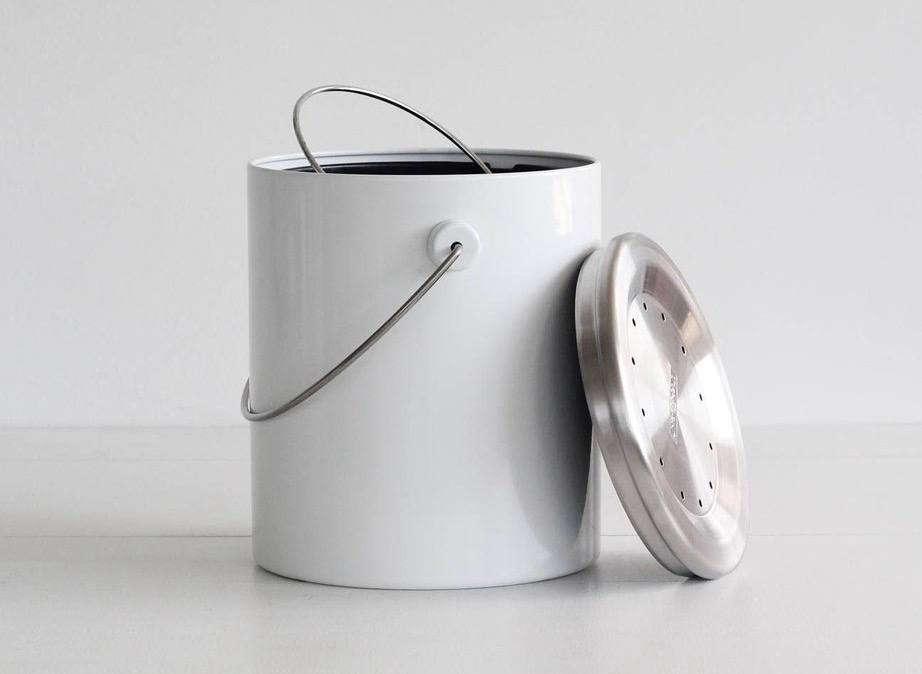 10 easy pieces kitchen compost pails gardenista