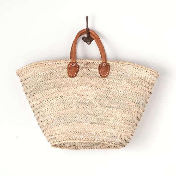 e7022d808c woven-market-tote-leather-handles-gardenista