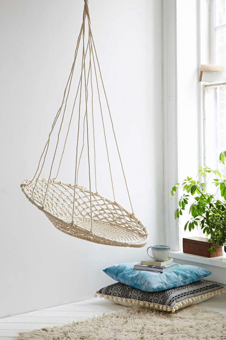 10 easy pieces hanging chairs gardenista. Black Bedroom Furniture Sets. Home Design Ideas