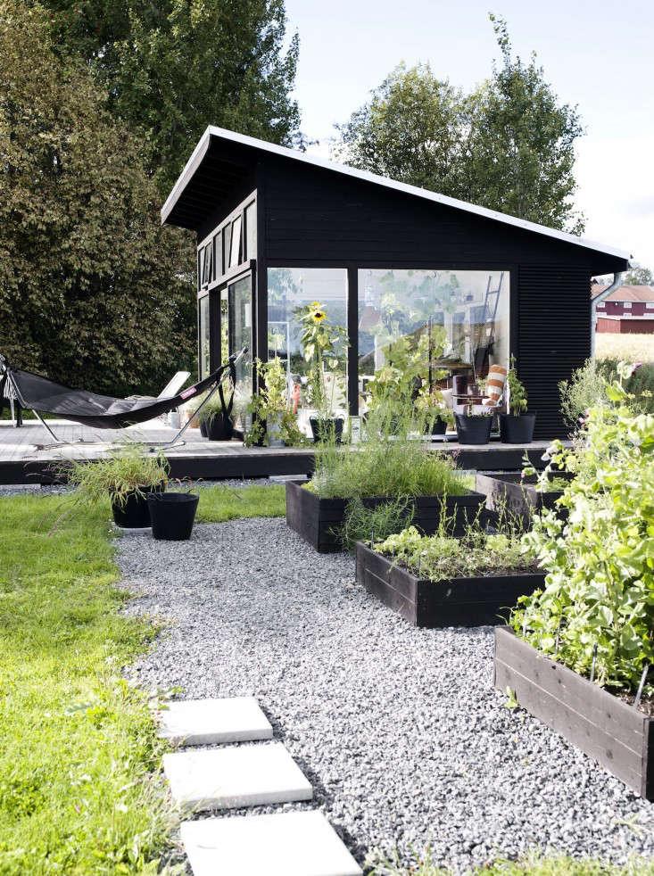 black-white-orangery-outbuilding-gardenista-raised-beds