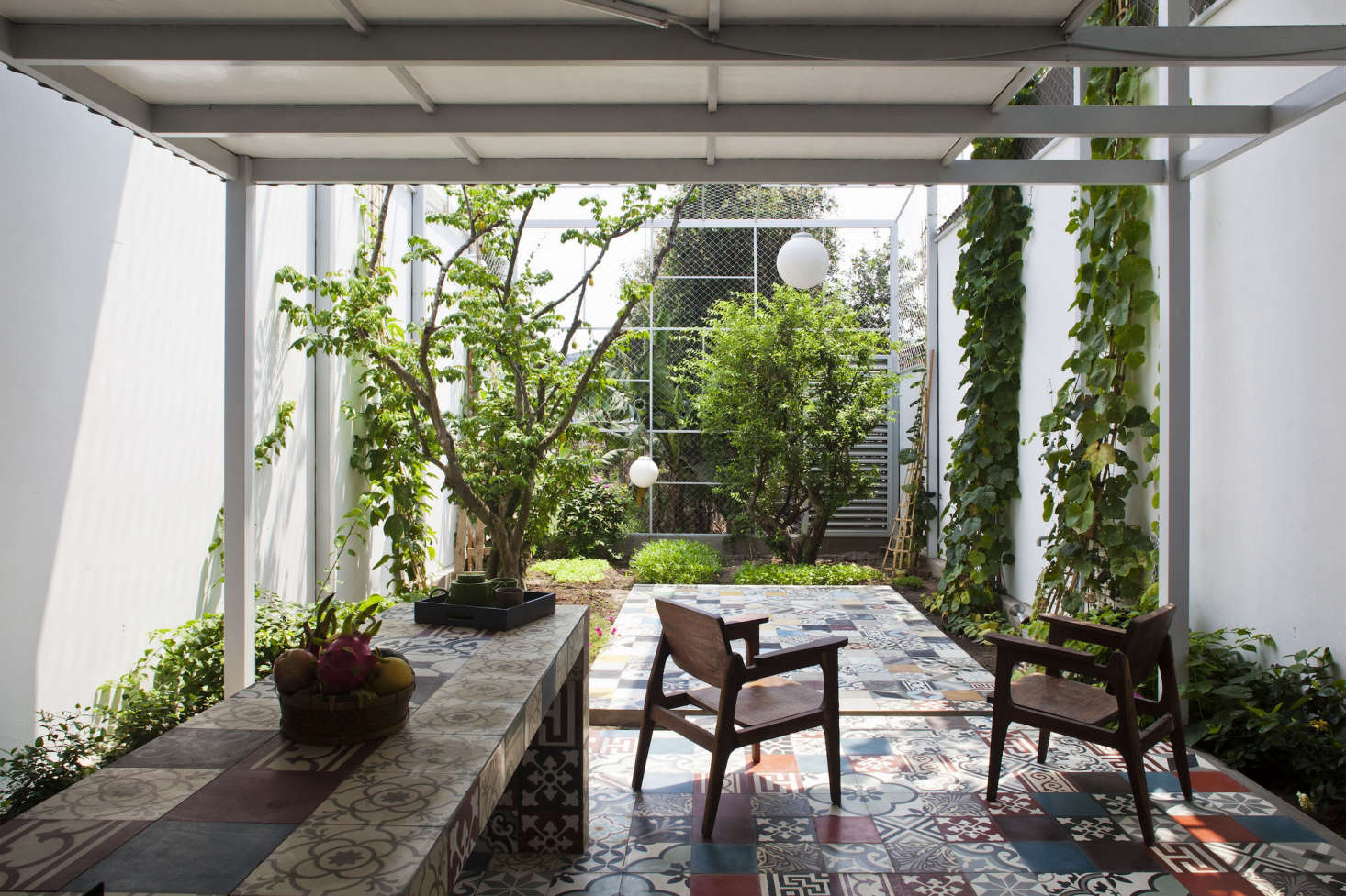 The Cult of the Courtyard: 10 Backyard Ideas for Small Spaces ...