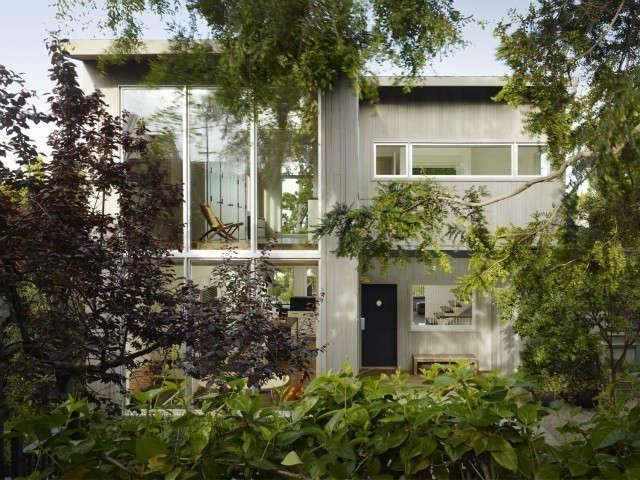 #:楼上的公寓和楼的建筑,除了在四楼外,还有一栋公寓。马克:阿雷什·史塔克