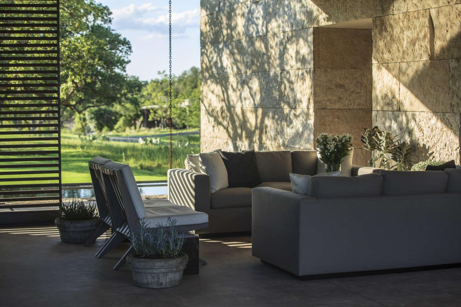 热烈欢迎,一场火热的氛围,另一个地方,把你的阳台都看到了一些很好的地方。