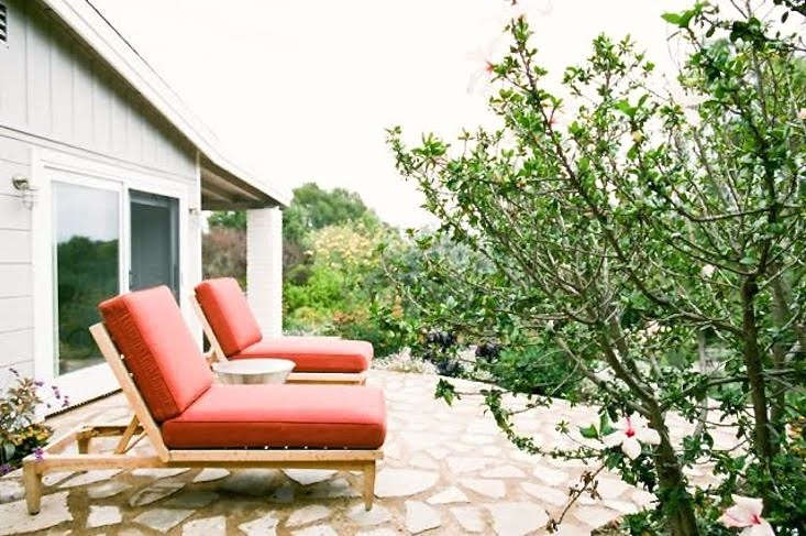 Landscape designer visit malibu makeover by matthew brown for Chaise guest house