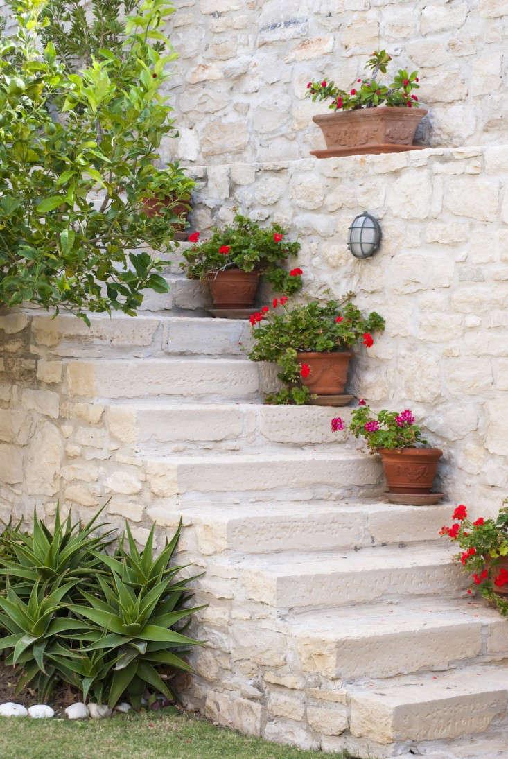 10 Garden Ideas to Steal from Greece - Gardenista