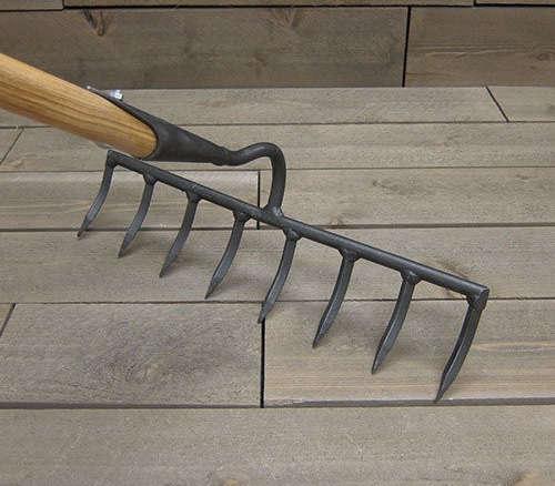 Dewit tools heavy duty garden rake for Heavy duty garden tools