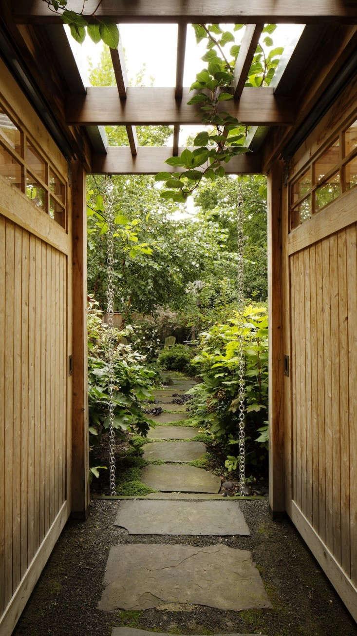 10 Easy Pieces Rain Chains Gardenista