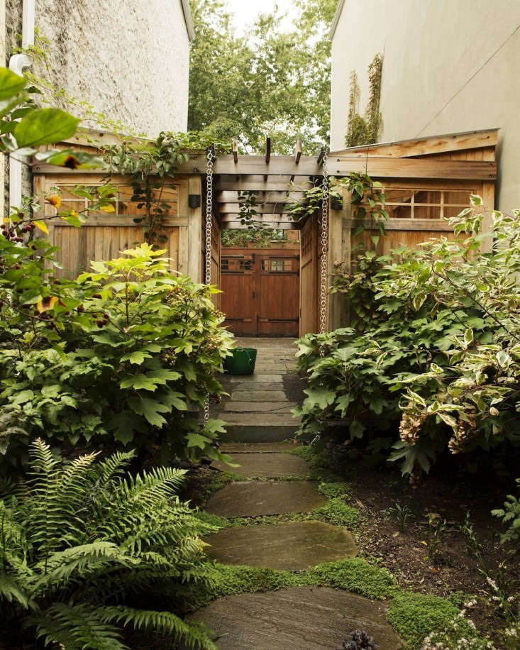 Yard Covering Ideas: 14 Ideas To Make A Small Garden Look Bigger
