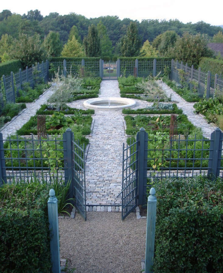 Potager Garden Design Ideas: Hardscaping 101: Hedges