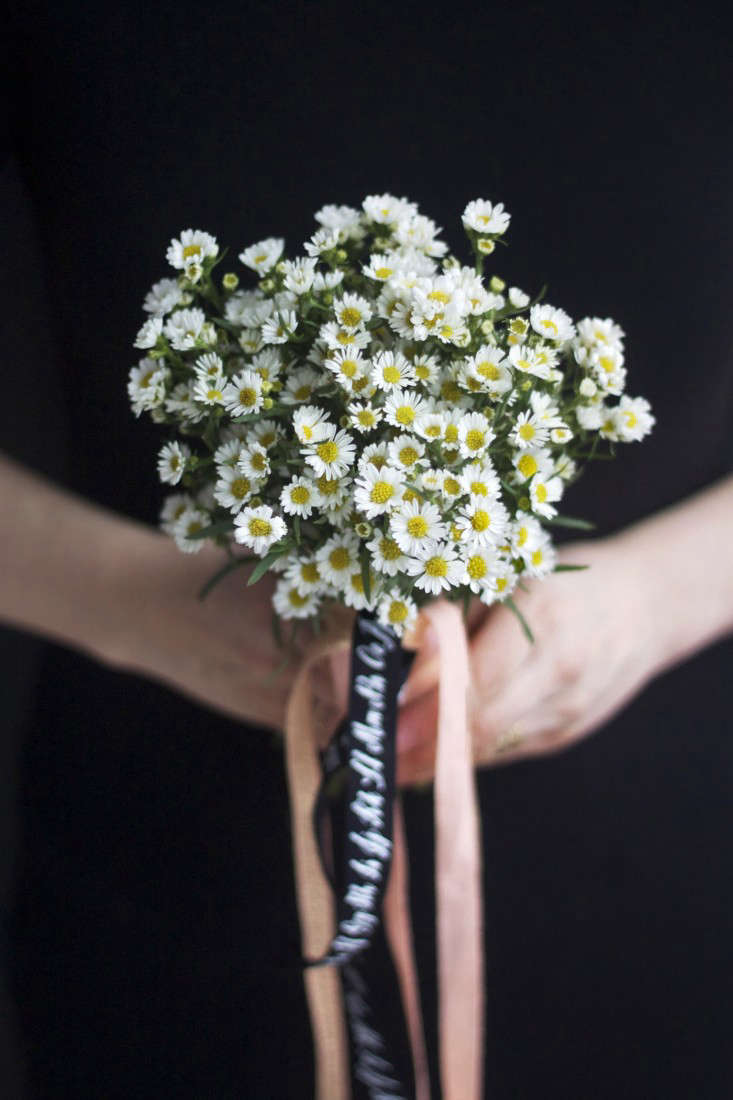 Bride on a budget diy wedding flowers for 20 gardenista so that it hangs about the same length as the stems leaving the other end long secure with a small pin pushed towards the center of the bouquet izmirmasajfo