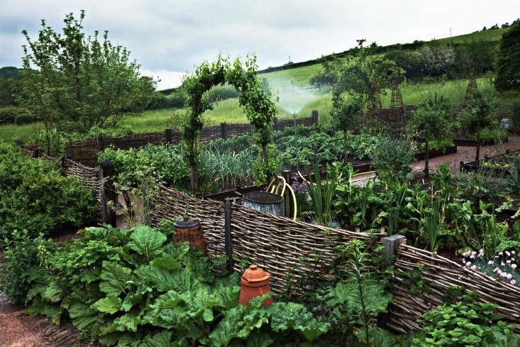 Designer visit arne maynard at home in wales gardenista for Enclosed vegetable garden designs