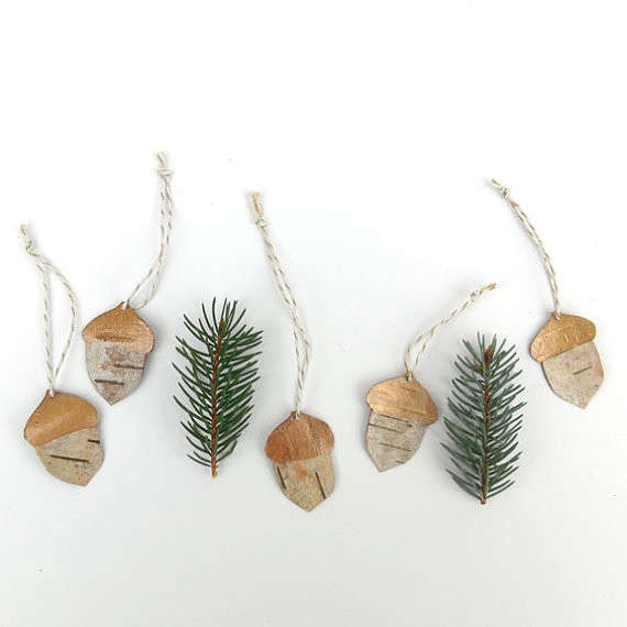 id want simple scandi style christmas ornaments made from bits of birch bark and wood shavings to create a winter woodland here are 10 favorites - Nordic Style Christmas Decorations