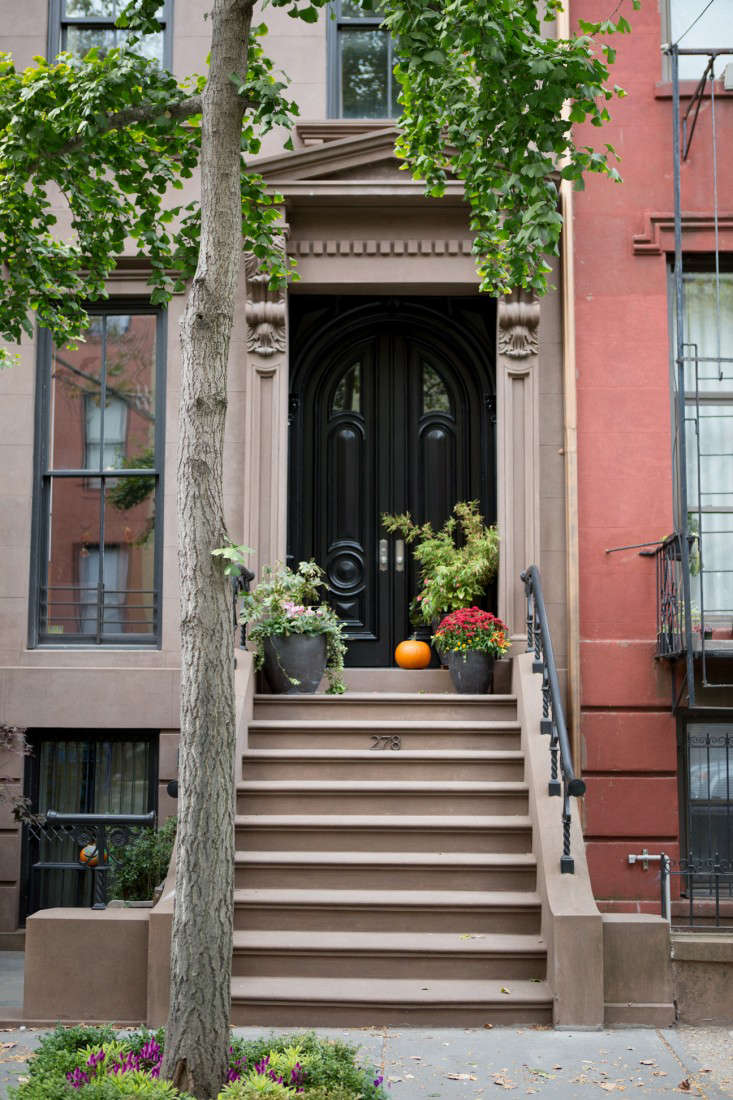 Curb Appeal 15 Ideas To Steal From Brooklyn For Halloween Gardenista