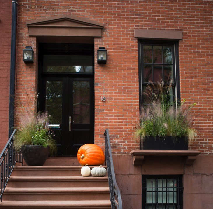 Curb Appeal 15 Ideas To Steal From Brooklyn For Halloween