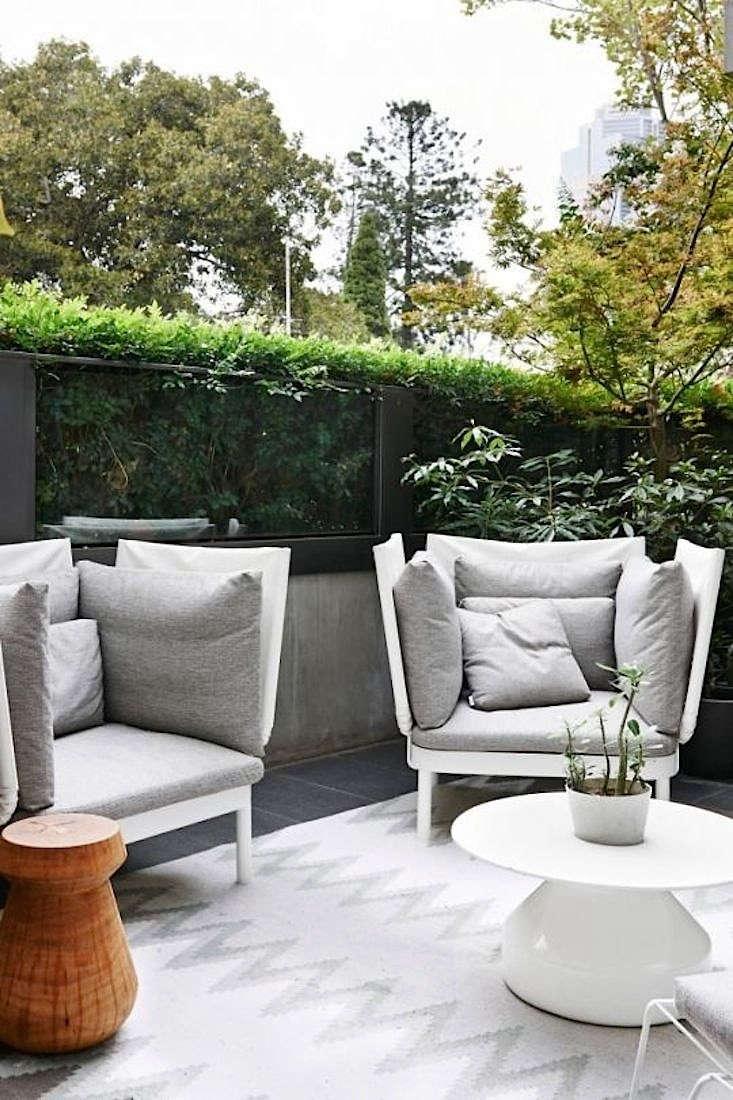 steal this look a minimalist melbourne patio gardenista rh gardenista com Minimalist Outdoor Plater modern minimalist outdoor furniture