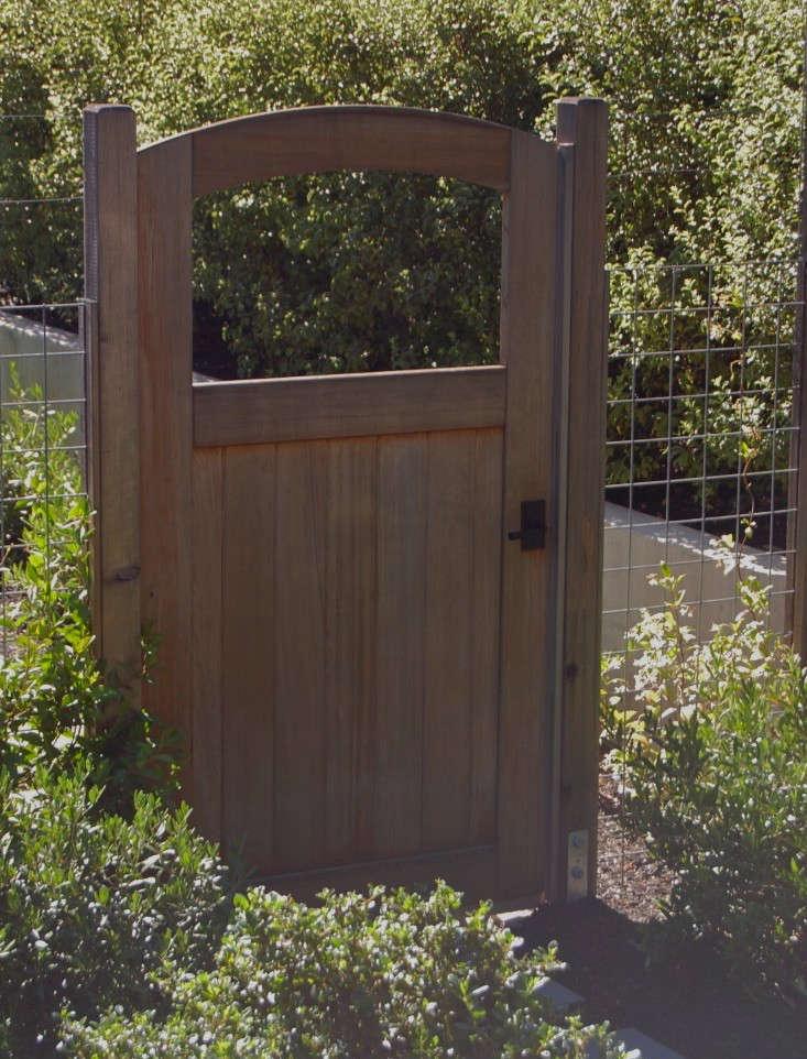 Hardscaping 101: Hog Wire Fence - Gardenista