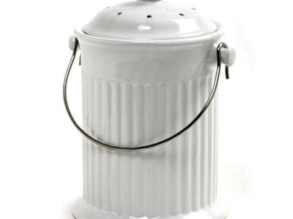 10 easy pieces kitchen compost pails gardenista for Achla designs cp 03 kitchen compost pail