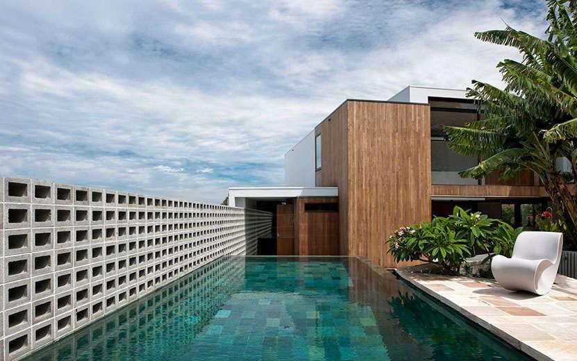 10 genius garden hacks with concrete gardenista for Besser block home designs