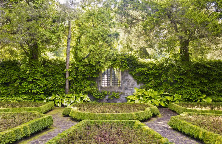 Above: We love the layers upon layers of green in this garden from  Greenwich, Connecticut-based Doyle Herman Design Associates. - Architects' Roundup: 10 Emerald Green Gardens - Gardenista