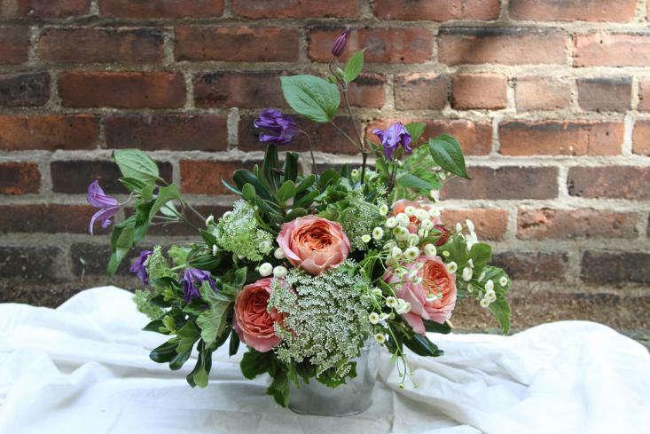 Flower Arranging 101: Effortless Takes Effort - Gardenista