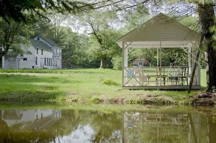 The Country Rental A Floating Farmhouse in Upstate New York Gardenista
