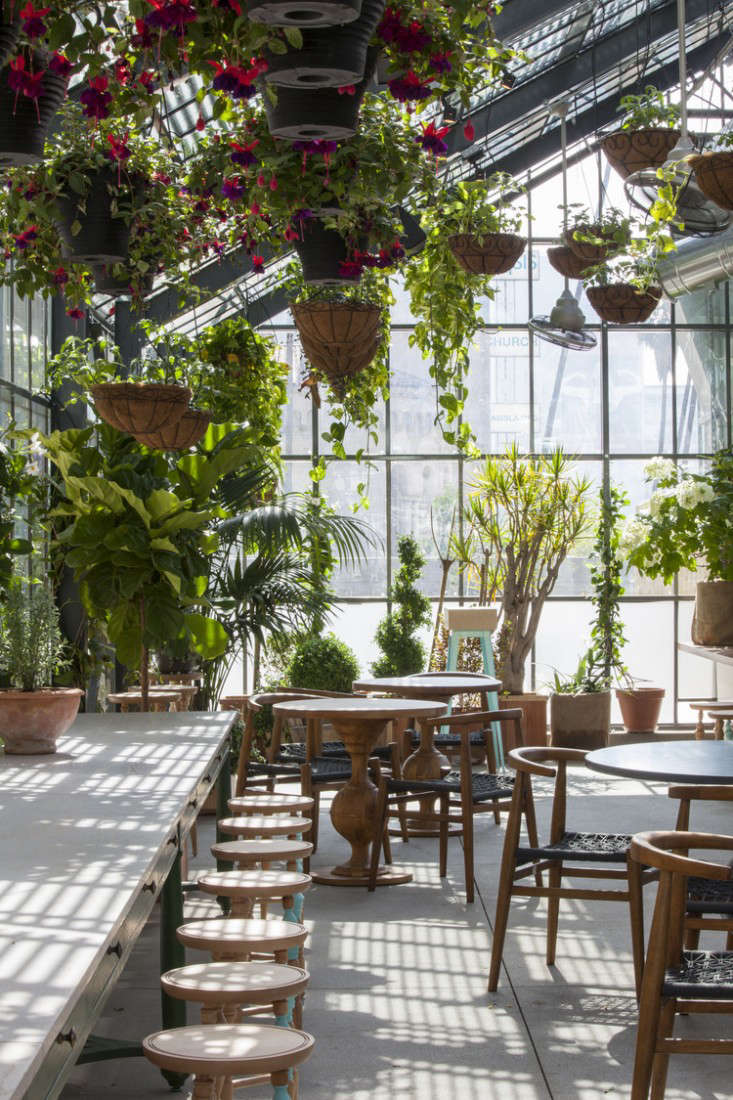 restaurant visit roy choi 39 s commissary inside a greenhouse in la gardenista. Black Bedroom Furniture Sets. Home Design Ideas