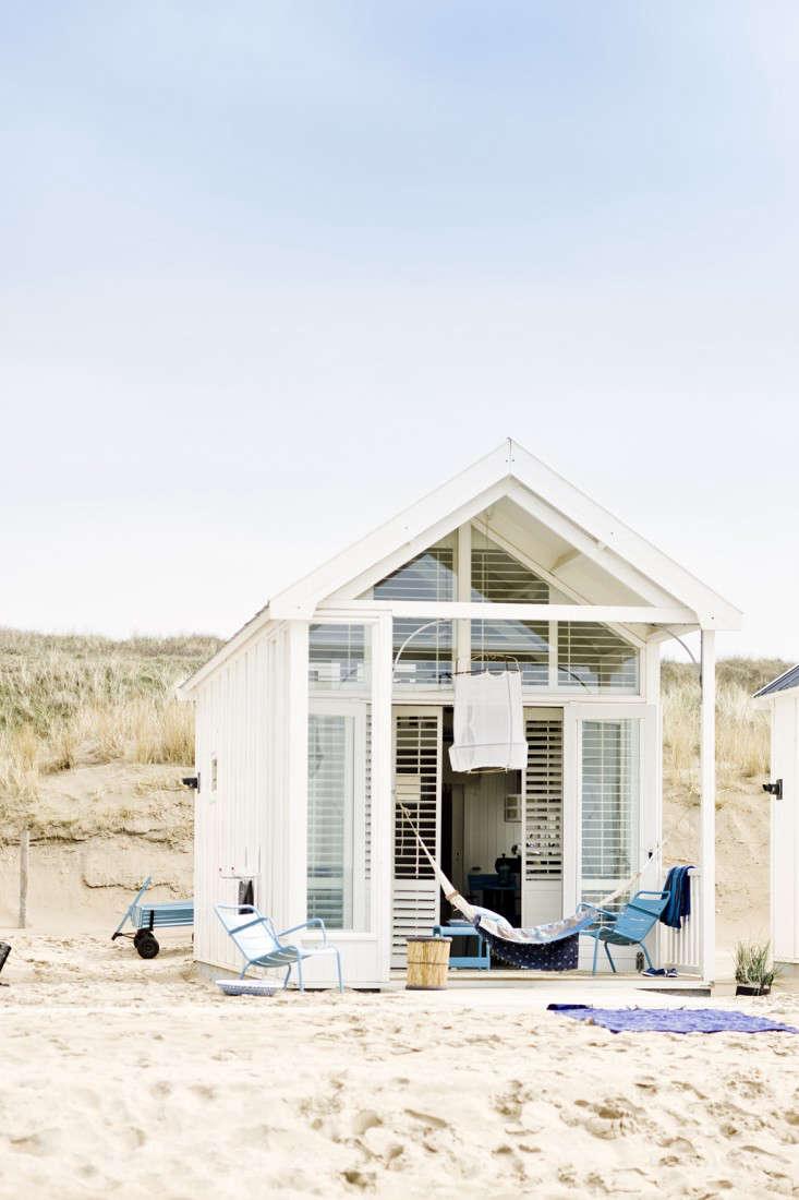 Steal this look beach cottage on the dutch coast gardenista for Beach house look