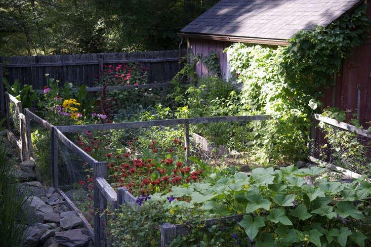 Hardscaping 101 Raised Garden Beds Gardenista