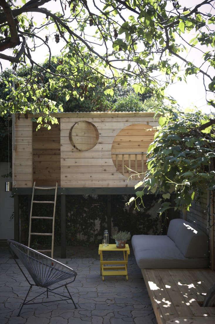 Tremendous Steal This Look A Backyard Tree Fort Gardenista Download Free Architecture Designs Scobabritishbridgeorg