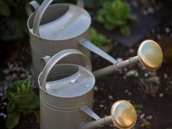 10 easy pieces garden watering cans gardenista. Black Bedroom Furniture Sets. Home Design Ideas