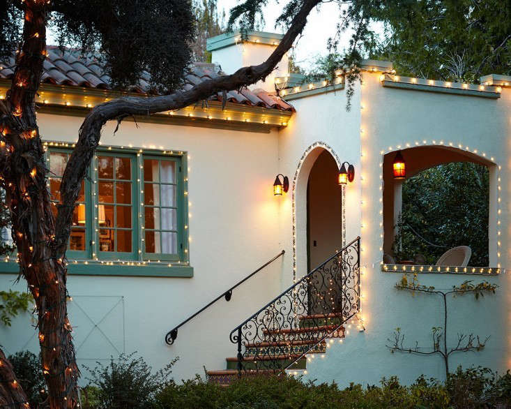 Hardscaping 101 outdoor entry lighting gardenista above gardenistas editor in chief michelle has an entry lighting scheme that is high on curb appeal aloadofball Gallery