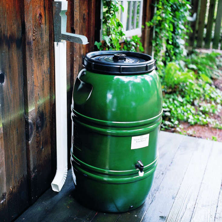 5 Favorites Stylish Rain Barrels Gardenista