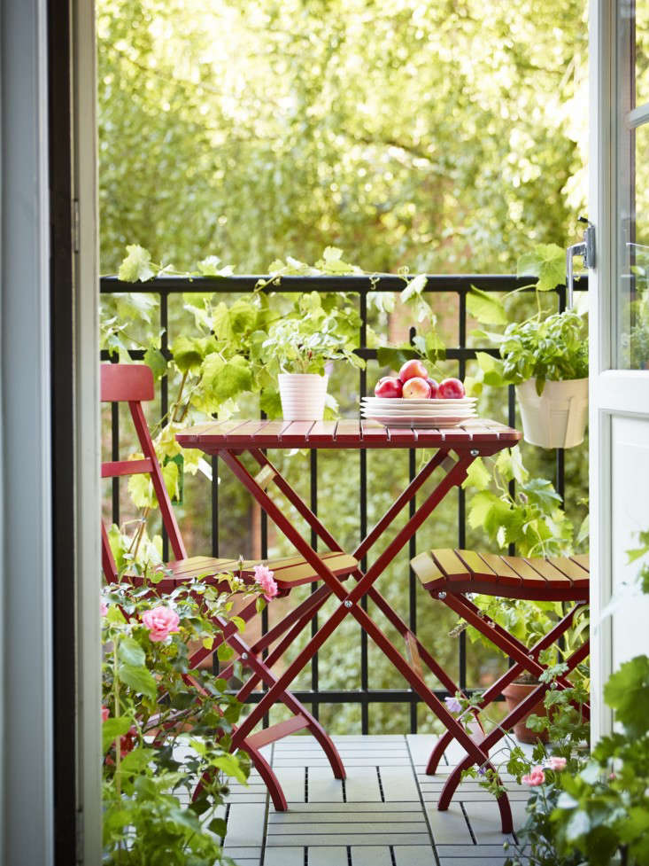 10 Easy Pieces Red Café Chairs & 10 Easy Pieces: Red Café Chairs - Gardenista