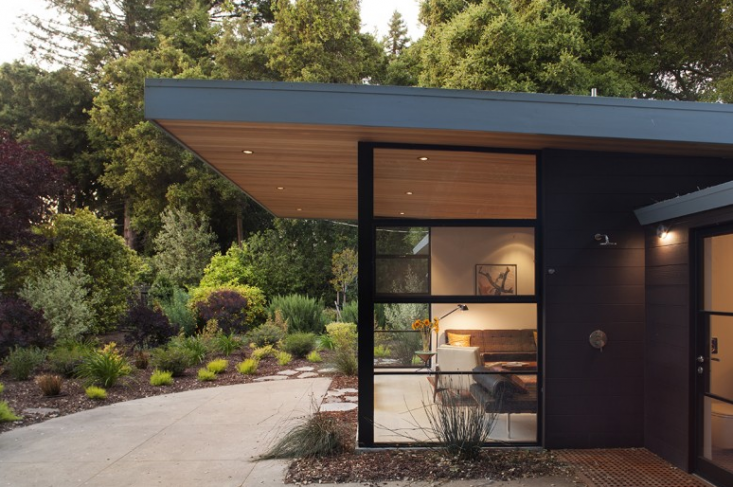 Charming The Sheltering Sky: 10 Roof Overhangs To Enhance Your House   Gardenista