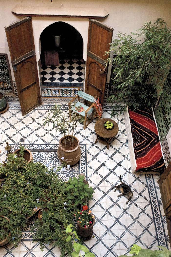 10 garden ideas to steal from morocco gardenista for Moroccan style garden ideas