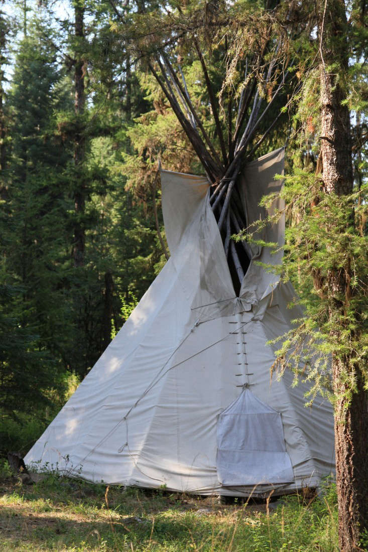... pyramid shape whether it has a square floor or a round one. Here are 10 weu0027d love to c& out in this summer (even if itu0027s only in the backyard). & 10 Easy Pieces: Canvas Teepee Tents - Gardenista