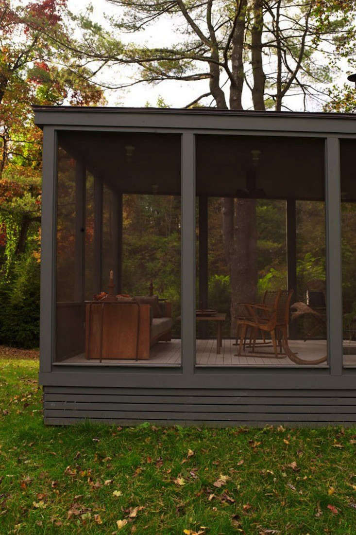 steal this look the perfect screened porch gardenista. Black Bedroom Furniture Sets. Home Design Ideas