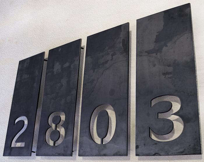 Aligned Single Number Address Plaques