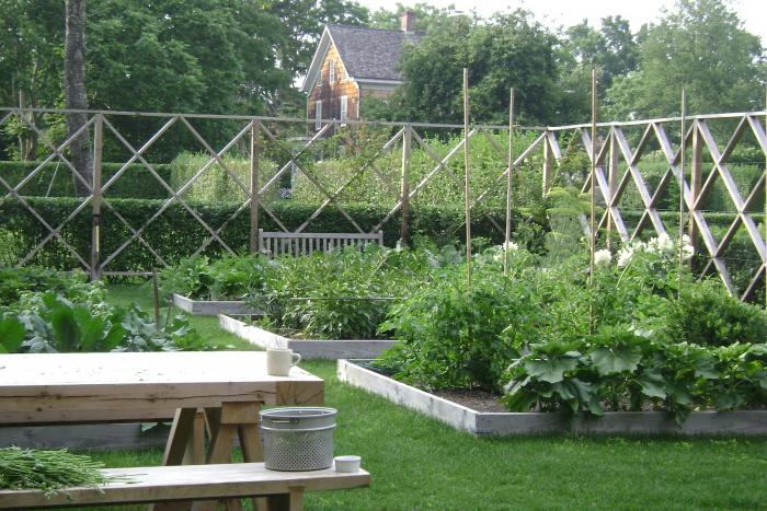 The Landscape Designer Is In: Elegant Deer Fencing, Hamptons Edition    Gardenista