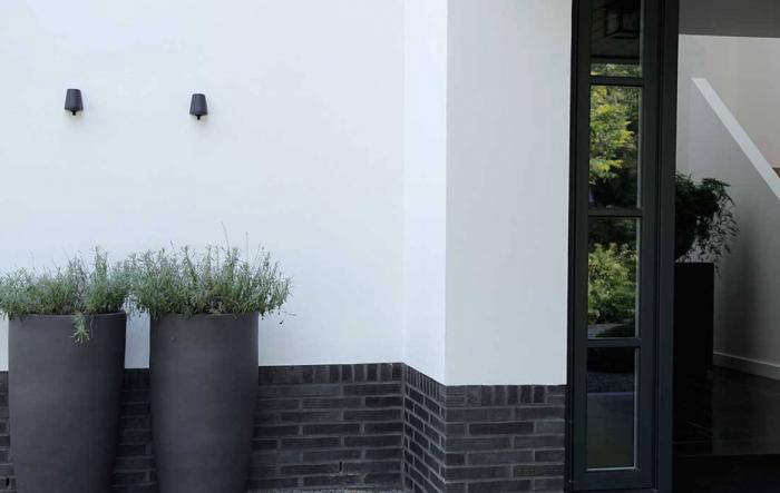 A classical approach to a mod minimalist dutch garden gardenista - Outs allee tuin ...