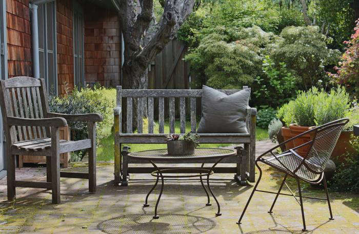 1: No Rug. On Julieu0027s Brick Patio Is Her Outdoor Furniture, Collected Over  The Years. She Bought The Mid Century Metal Chair And Coffee Table From A  ...