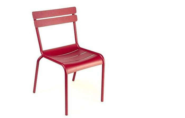 Design Sleuth: Red Metal Bistro Chairs
