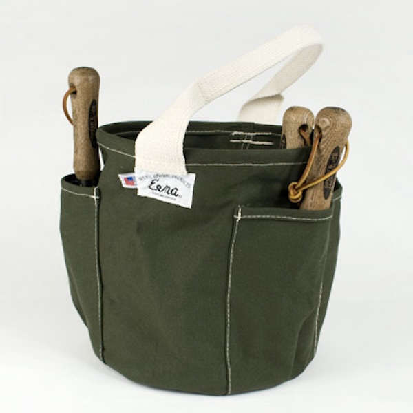 Clever canvas tool storage roundup gardenista for Small garden tool carrier