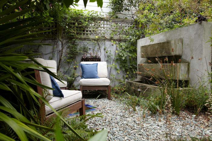 Garden visit subdividing a small city backyard to make it for Alma de agua jardin de eventos