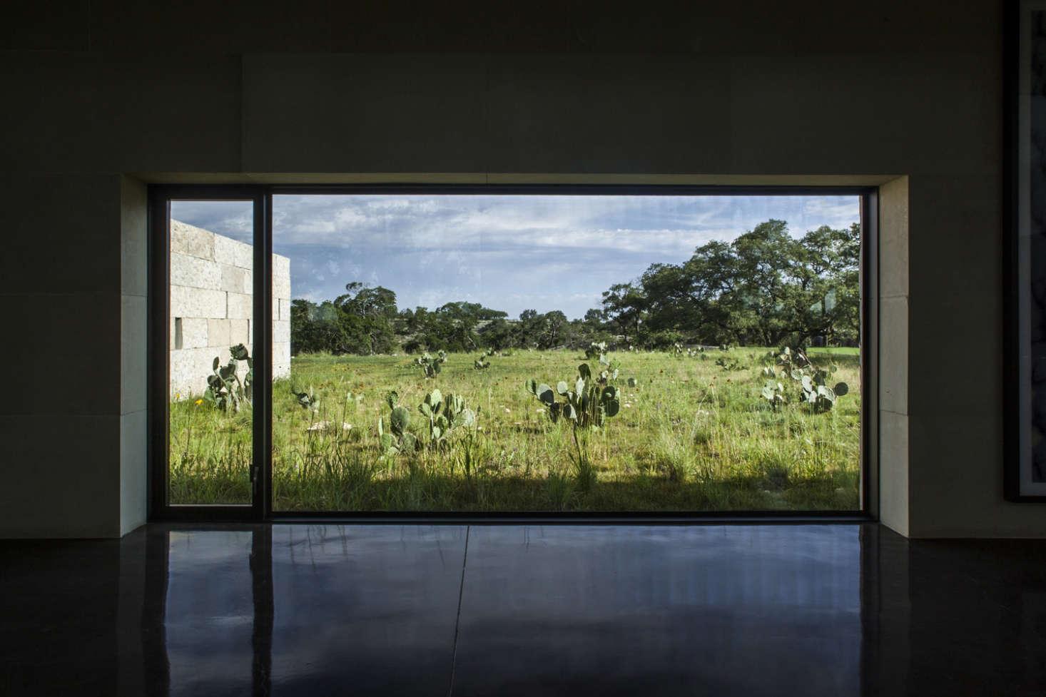 窗户的玻璃结构可以形容。