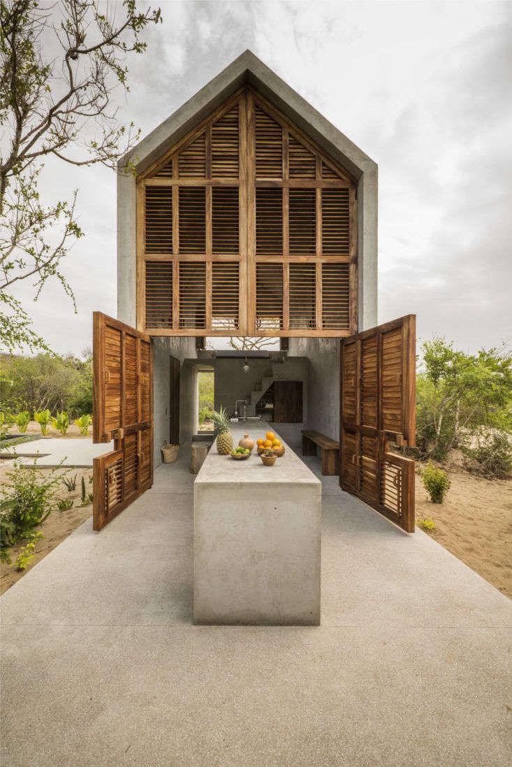 一个木制的地方,在一个小木屋里,在沙滩上,在一个小木屋里,用了一只小骆驼,在墨西哥,在一起,用了一根冰锥。