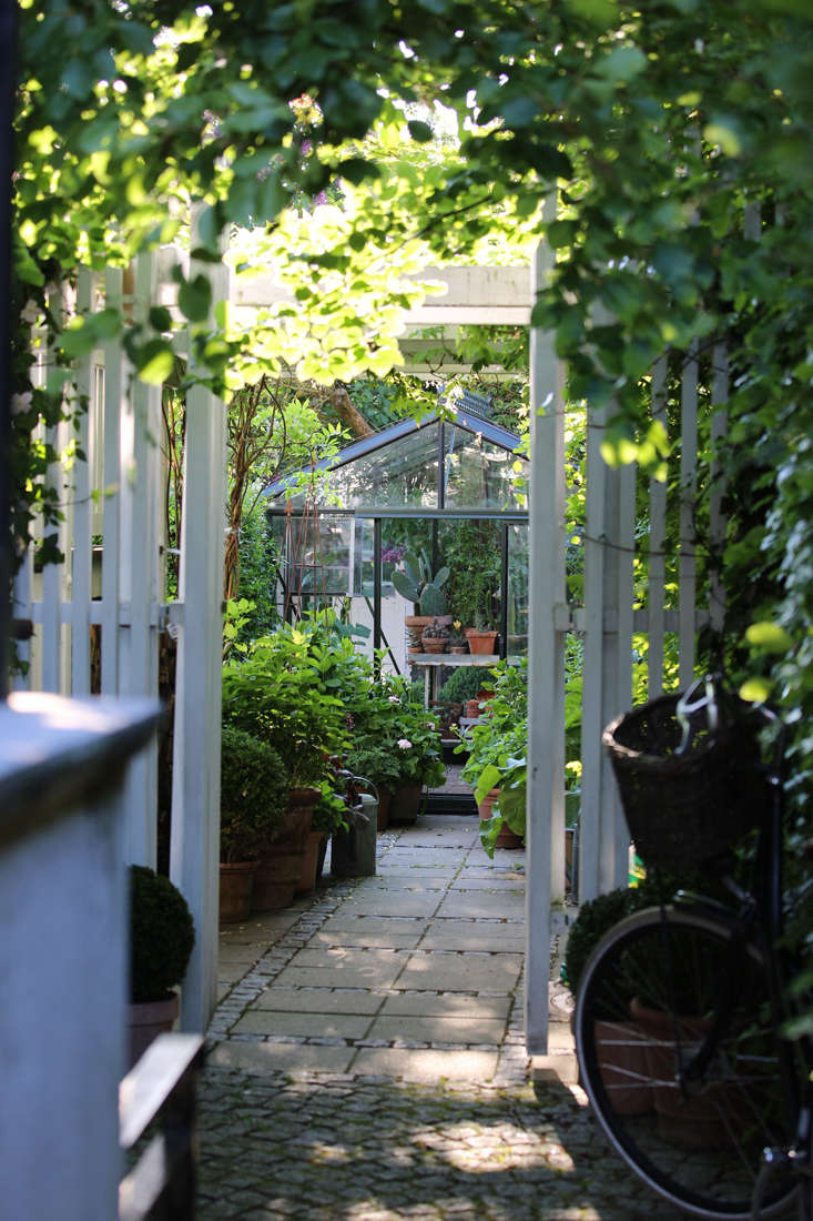 For more, see Garden Visit: Mette Krull's Danish Greenhouse.
