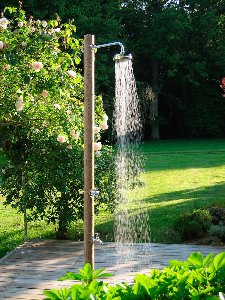 Hardscaping 101 outdoor showers gardenista - How to make an outdoor shower ...